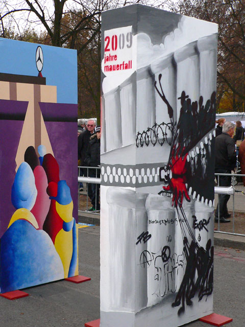 Bemalte Dominosteine zum Mauerfall-Jubiläum