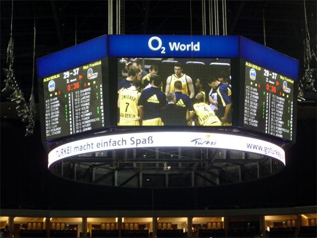 die Anzeigetafel der O2 World zeigt den Zwischenstand