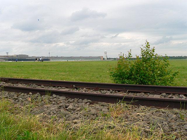 Bahngleise im Tempelhofer Park