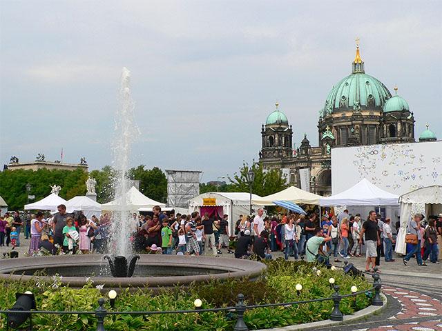 Gauklerfest Berlin auf dem Schinkelplatz
