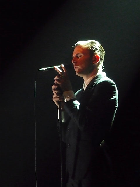 HURTS-Sänger beim Konzert in Berlin