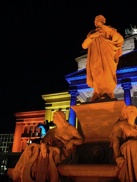 Schillerstatue vor dem Konzerthaus - Festival of Lights
