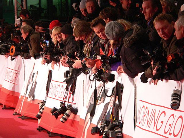 """Wartende Fotografen bei der Premiere von """"Morning Glory"""""""