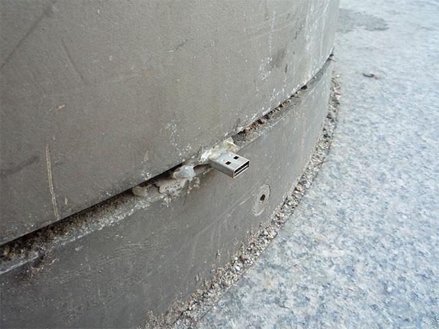 Dead Drops - USB-Stick Potsdamer Platz