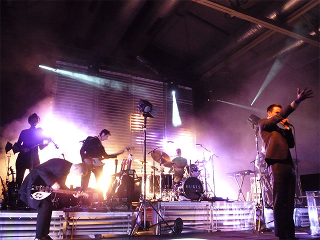 "HURTS-Konzert - Showact zu ""Evelyn"""