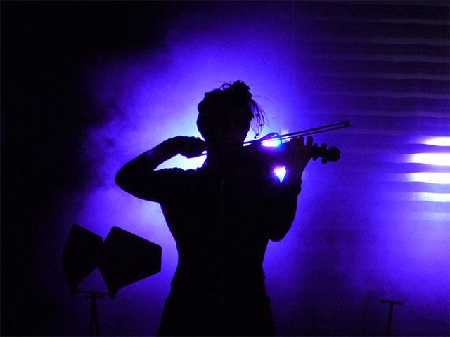 Violinistin beim HURTS-Konzert in Berlin