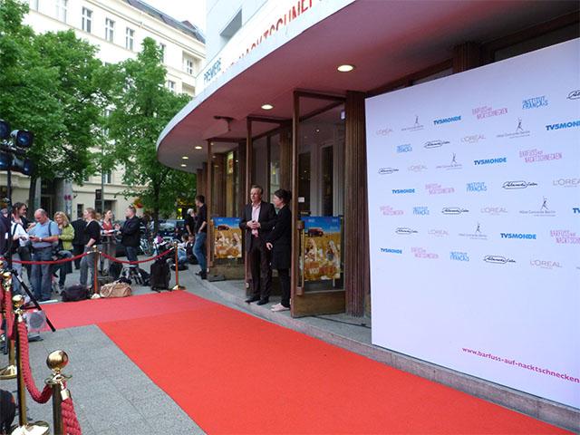 """""""Barfuss auf Nacktschnecken"""" - Roter Teppich"""