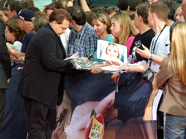 "Oliver Kalkofe gibt Autogramme - ""Bad Teacher""-Premiere"