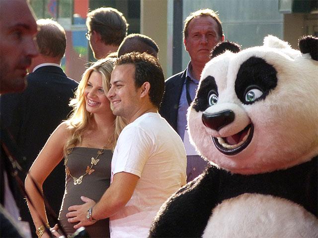 """Susan Sideropoulos mit Panda Po von """"Kung Fu Panda 2"""""""