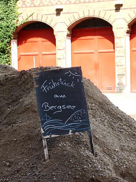 """Frühstück am Bergsee"" - Humor in Prenzlberg"