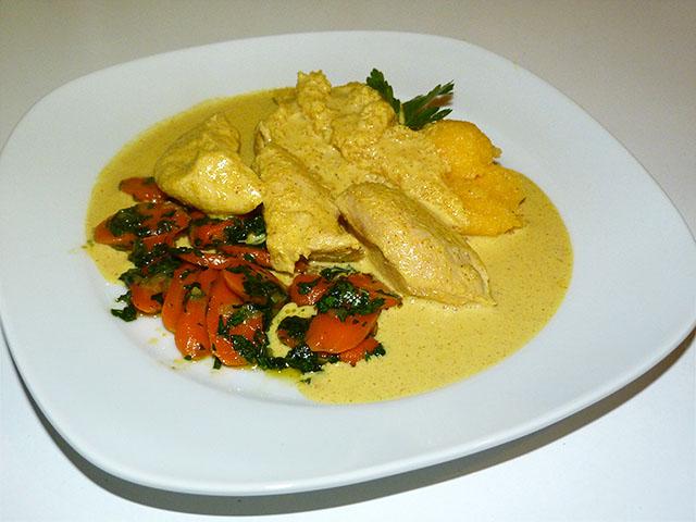 Hühnerbrust in Mandel-Currysoße mit Karotten und Polenta - Kochhaus
