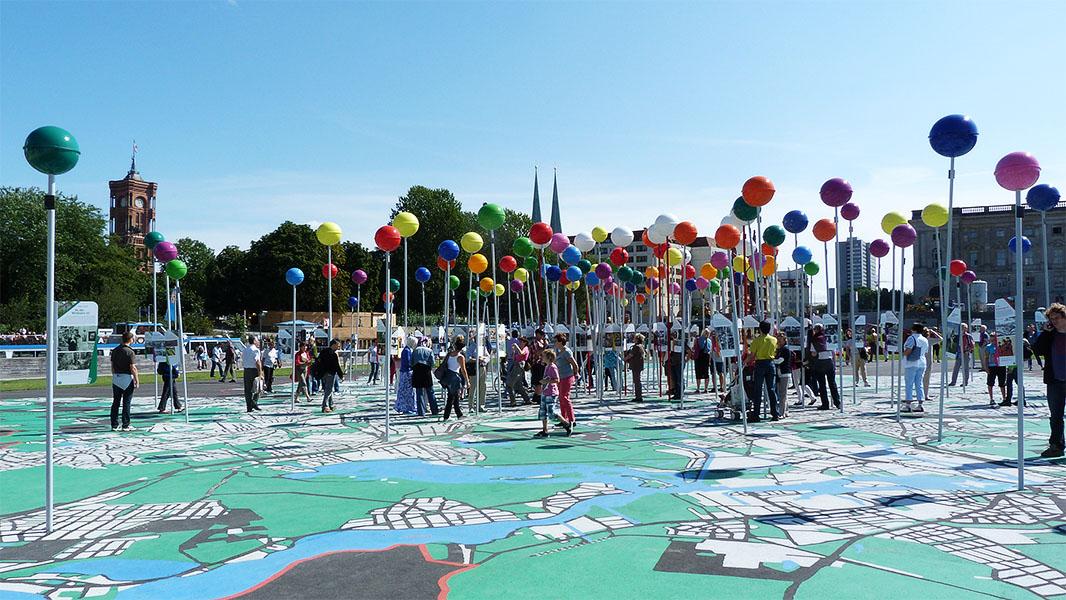 begehbarer Stadtplan auf dem Berliner Schlossplatz