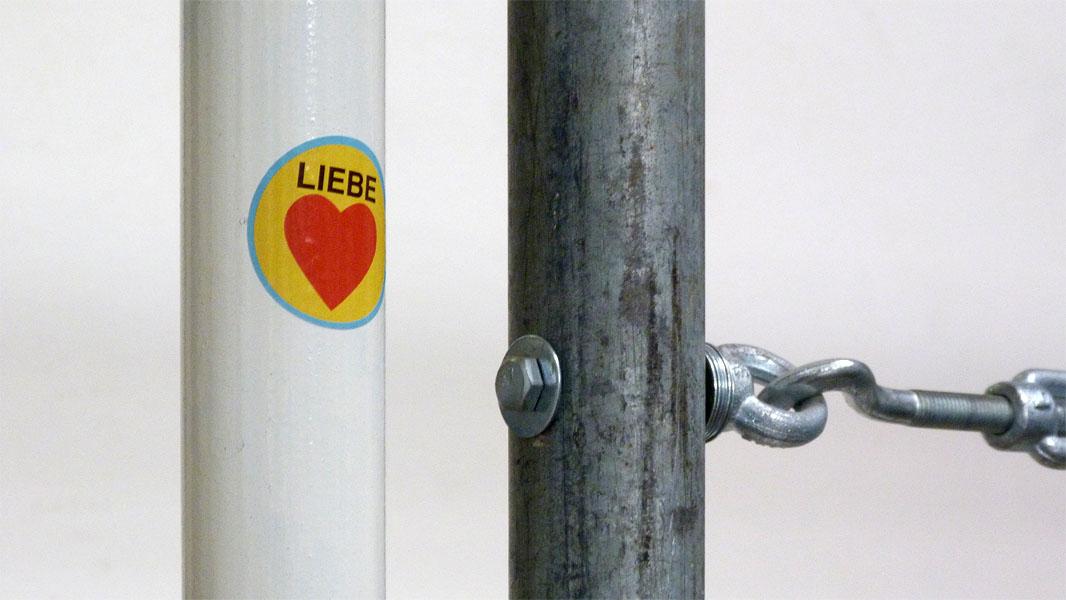 Liebe/Herz Aufkleber im Stadtbad Oderberger Straße