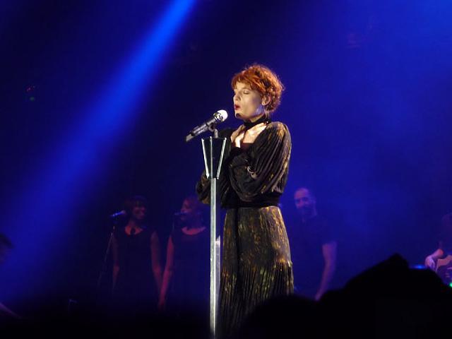 Florence Welch singt in der Arena Berlin Treptow