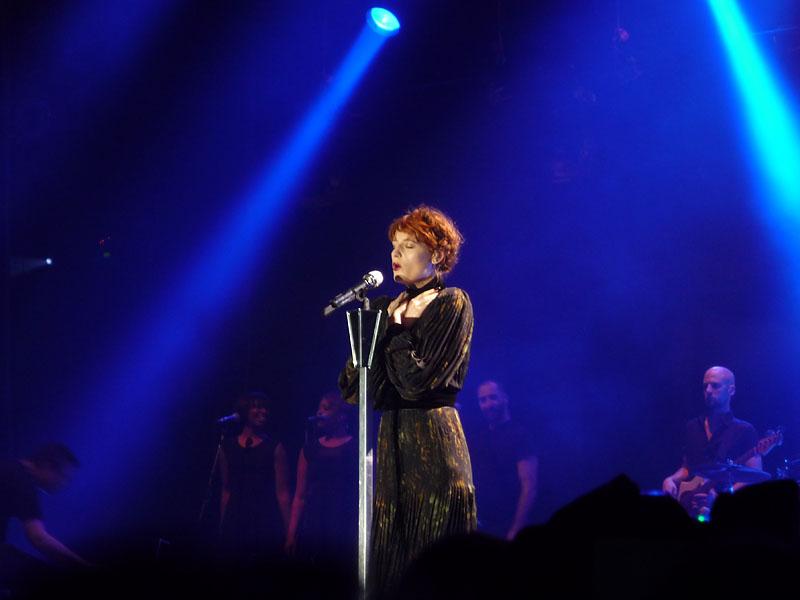 Florence Welch beim Konzert in der Berliner Arena