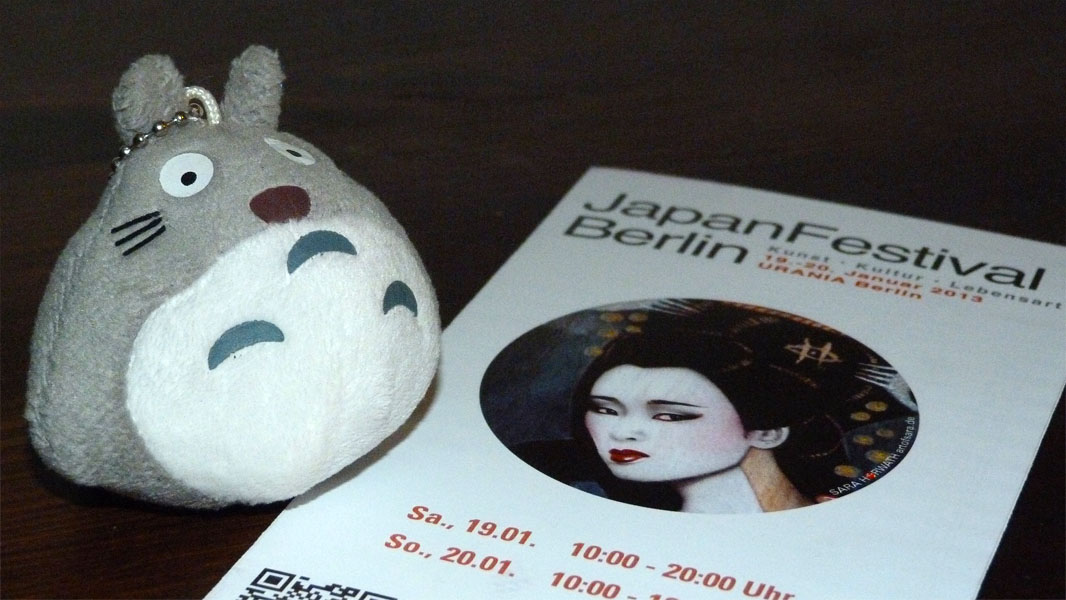 Totoro und der Flyer zum Japan Festival Berlin 2013