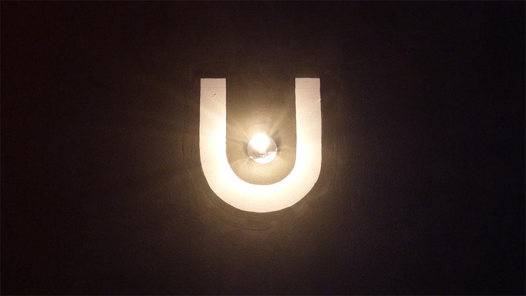 Urban Spree Art Gallery - Lampe und Logo