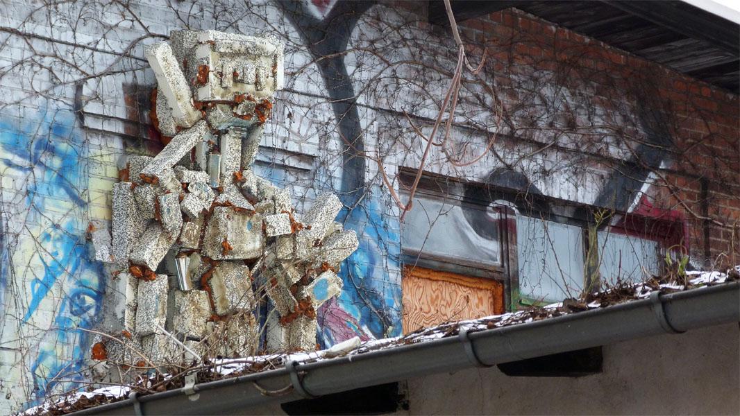 Skulptur an der Urban Spree Art Gallery