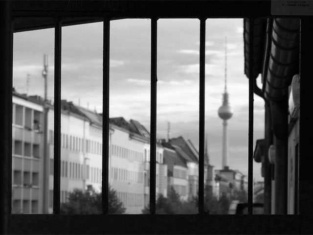 Berliner Fernsehturm vom U-Bahnhof Schönhauser Allee fotografiert