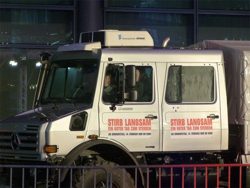 """""""Stirb Langsam 5"""" - Truck bei der Premiere in Berlin"""