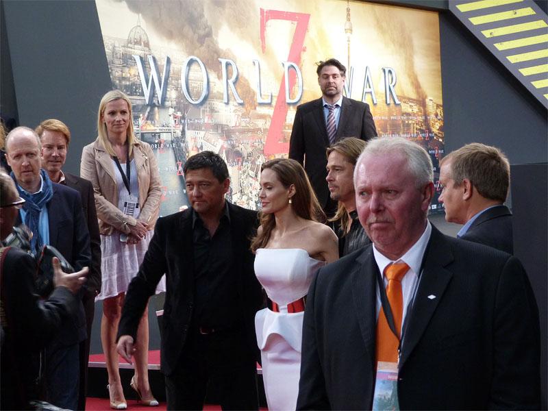 """Angelina Jolie & Brad Pitt auf der Bremier von """"World War Z"""" in Berlin"""