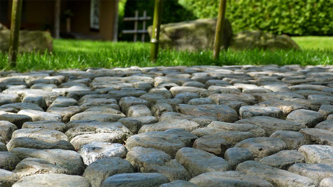 Steinfußboden im Japanischen Garten Berlin Marzahn