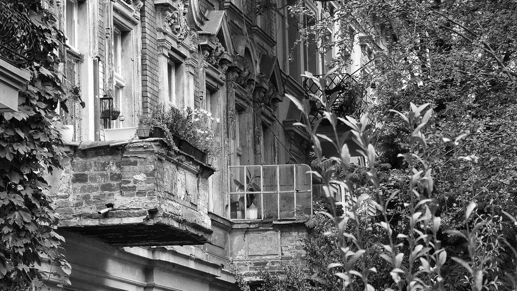 Altes Haus in Pankow - schwarz/weiß