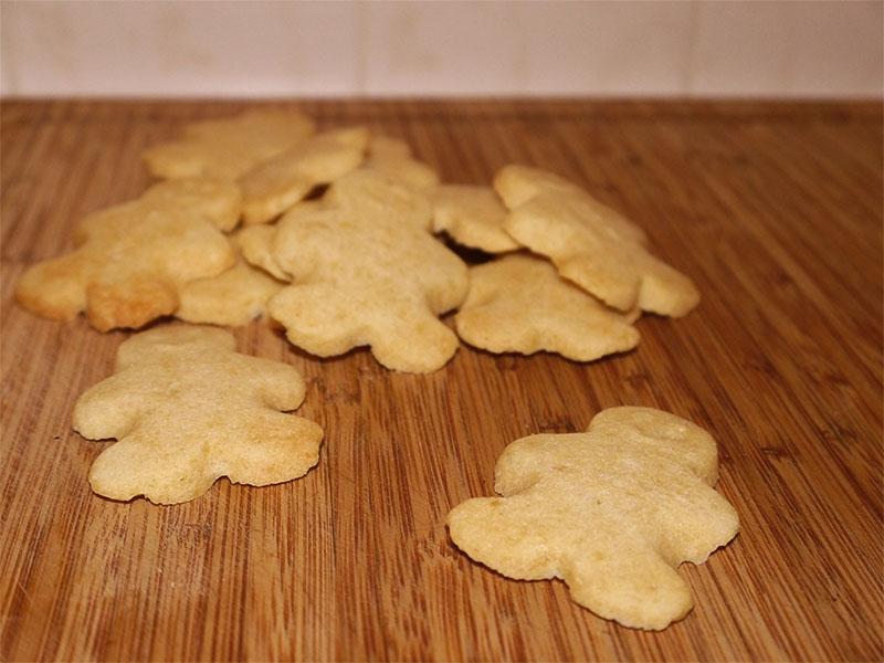 fertig gebackene Keksmänner