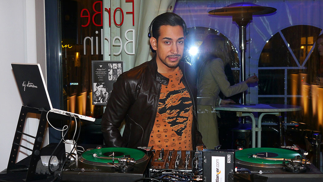 "DJ Storm - Vernissage ""Fashion Icons by Felix Jung"""