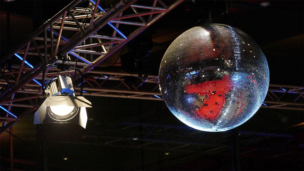 Diskokugel am Berlinale Palast