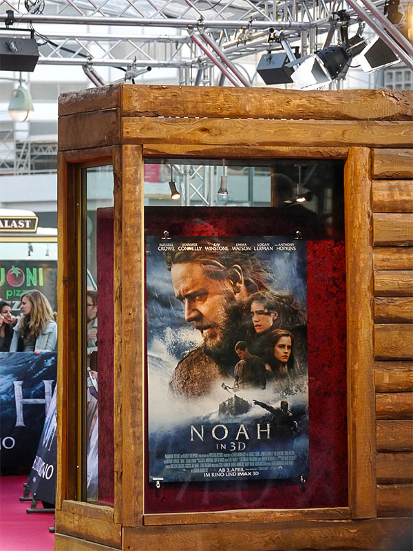 """NOAH"" Plakat zur Filmpremiere im Zoo Palast Berlin"