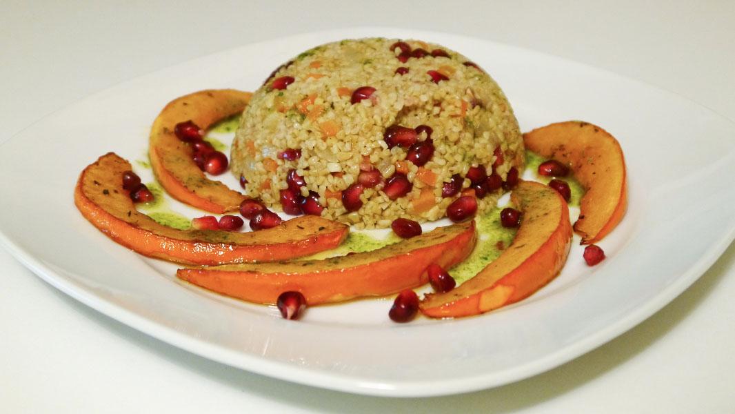Granatapfel-Couscous mit Kürbisspalten - Vegan vom Feinsten