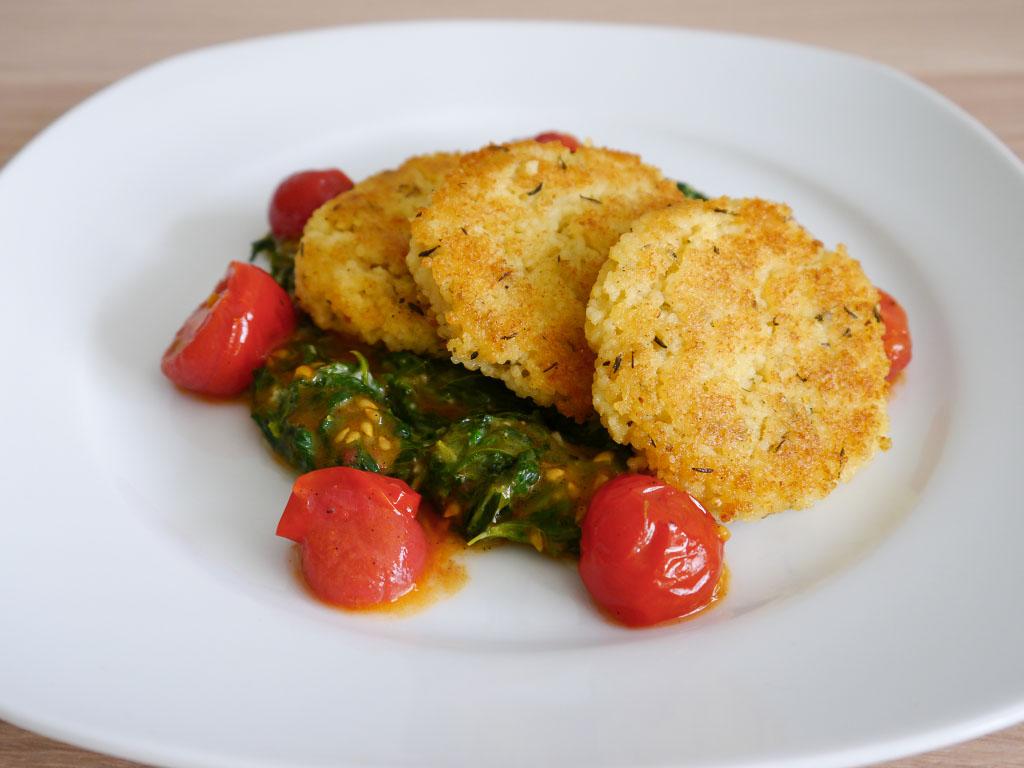 Hirsetaler mit Spinat und Tomaten-Orangen-Sauce - Vegan vom Feinsten