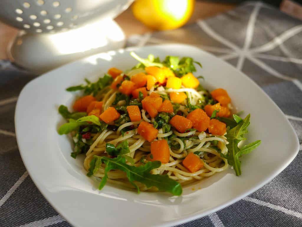 Kürbispasta mit Rucola-Cranberry-Pesto