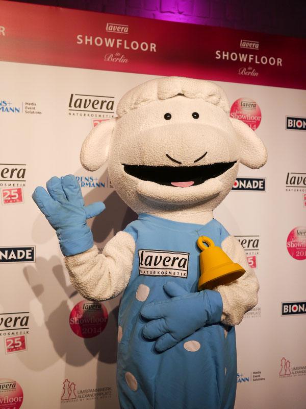 Lavera Showfloor 2014 - Schaf Maskottchen