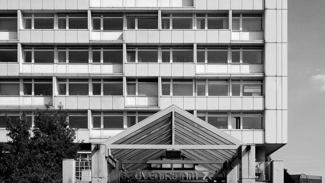 Souvenirladen am Zoologischen Garten Berlin - schwarz/weiß