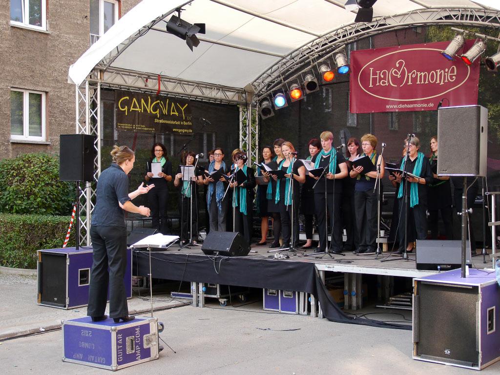 Bühnenbrogramm beim 6. Flora-Kiezfest in Pankow