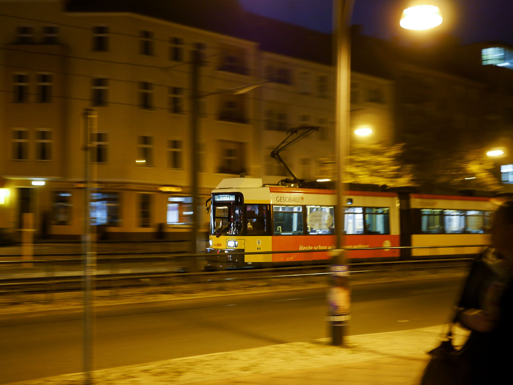 Straßenbahn mit Bewegungsunschärfe