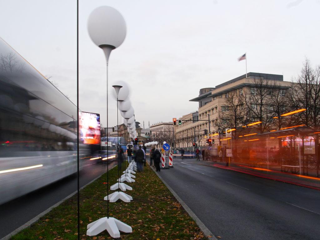 Ballons vor dem Brandenburger Tor