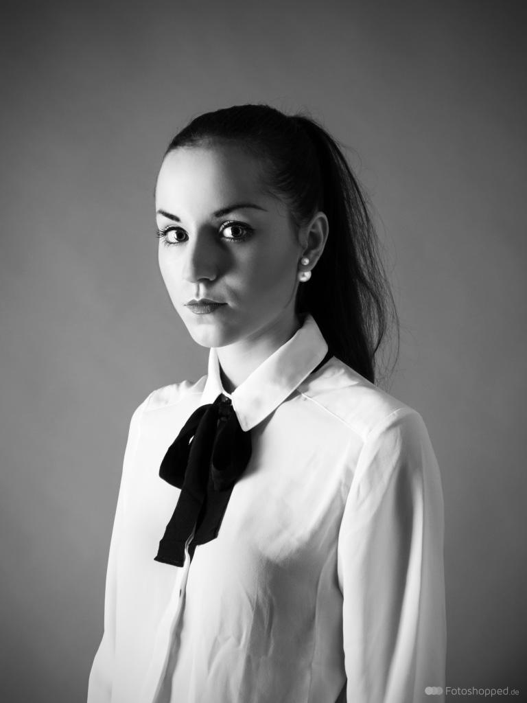Joéva - Schwarz-Weiß Portrait