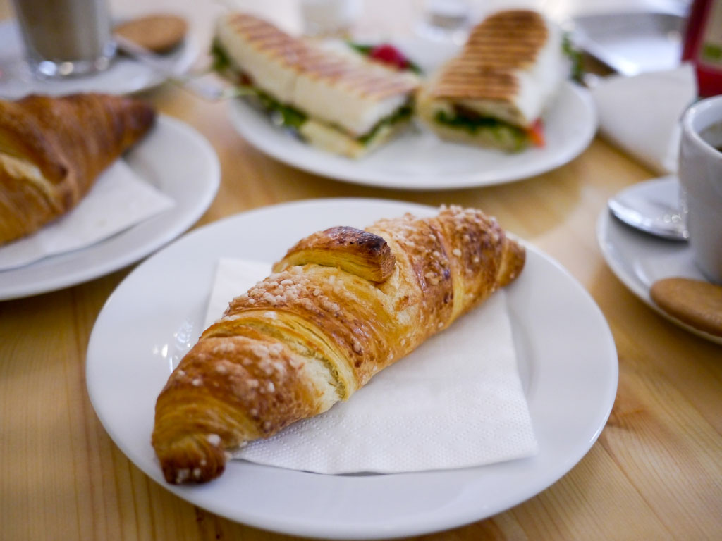 "Zitronen-Croissant - Café ""liebes bisschen"""
