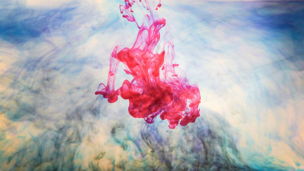 Wasser mit bunter Tinte