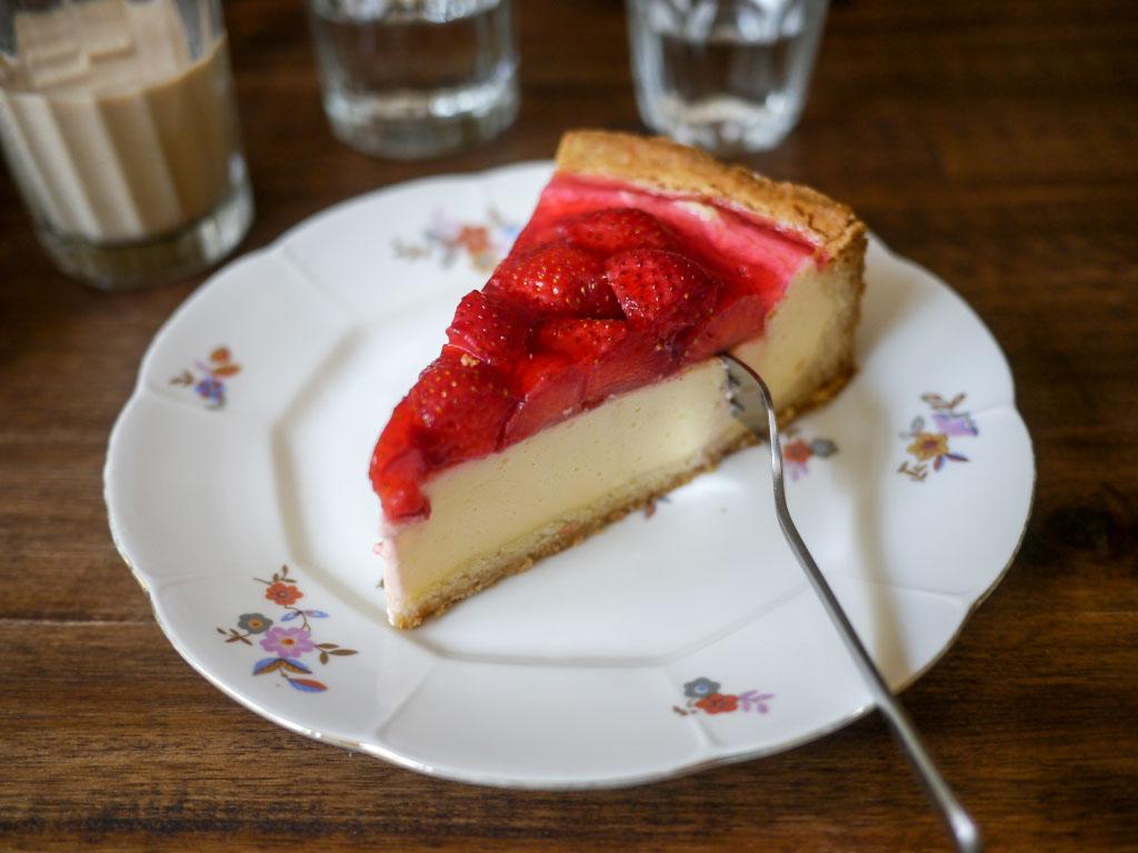 Erdbeer-Schmand Torte - Wo der Bär den Honig holt