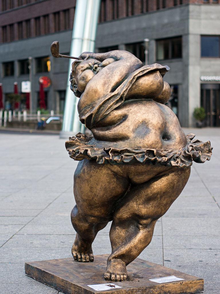 """""""Chubby Women"""" Potsdamer Platz Berlin - Good shot / Guter Schlag"""