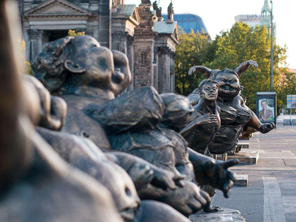 """Xu Hongfei """"Fat Ladies"""" Open Air-Ausstellung Lustgarten Berlin"""