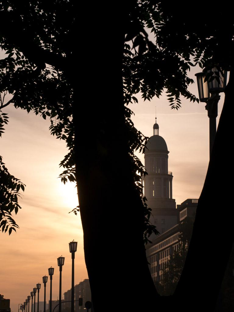Frankfurter Tor bei Sonnenaufgang