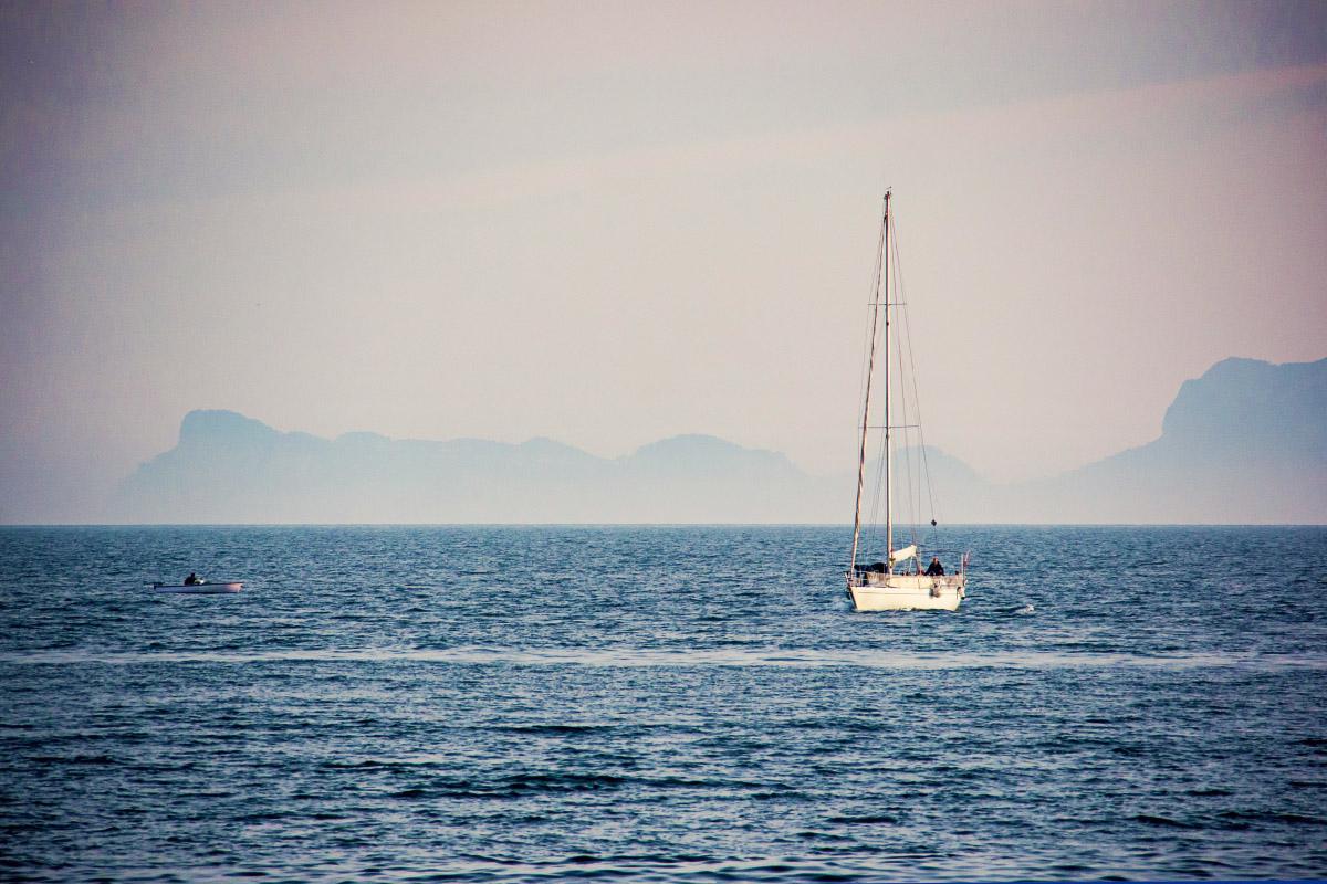 Capri Silhouette mit Segelboot